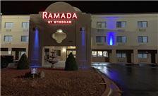ramada-by-wyndham-santa-fe-hotel-exterior